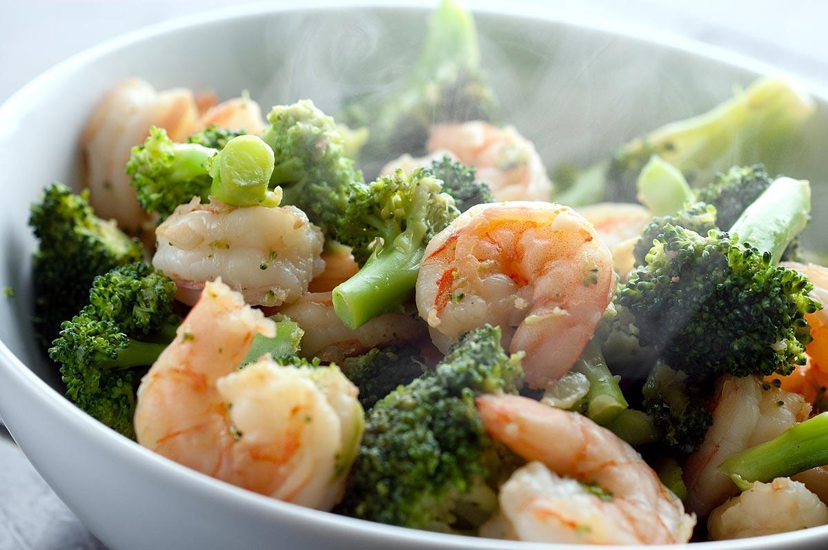 Теплый салат с креветками. Фото с сайта recipegreat.com