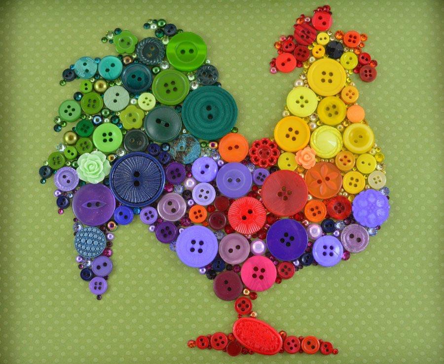 Петушок из разноцветных пуговичек. Фото с сайта whoisaaronbrown.com