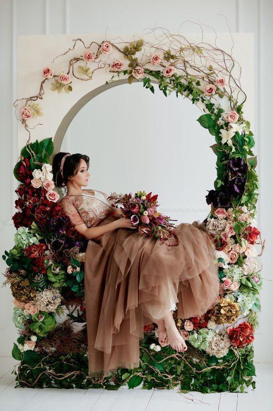 Фотозона из бумажных цветов 19