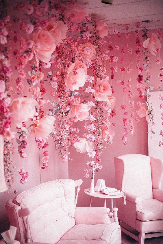 Фотозона из бумажных цветов 20